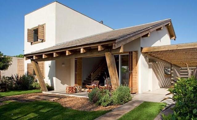 Fachadas de casas pequenas com varanda fotos decorando casas for Fachadas para residencias