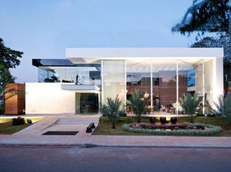 Fachadas-de-casas-modernas-com-vidros