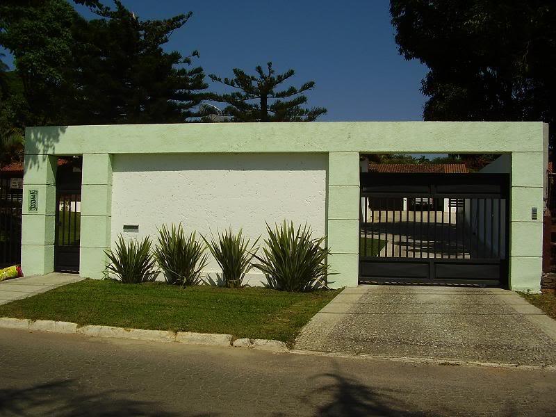 Fachadas de casas modernas com muros fotos decorando casas for Ver fachadas de casas