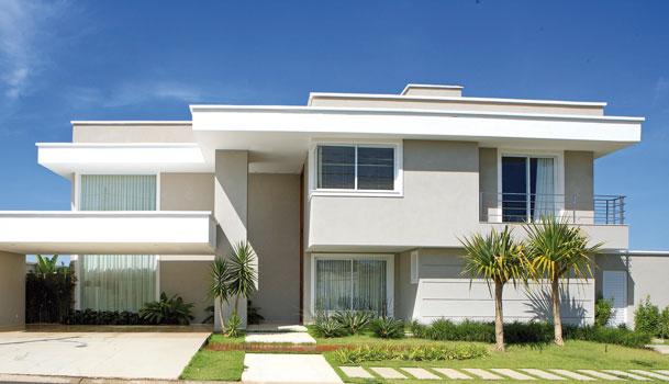 Fachadas de casas modernas com telhado embutido e for Fachadas oficinas modernas
