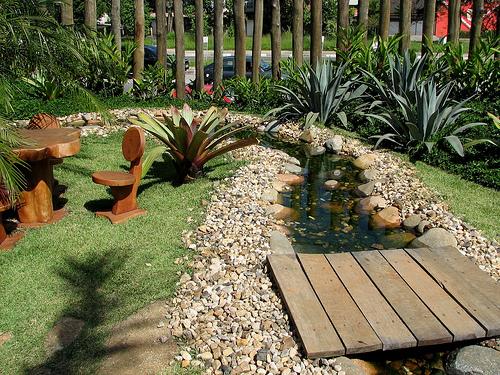 Fotos de jardins de casas simples e pequenas