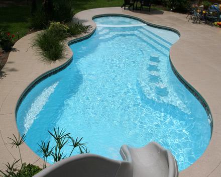Fotos e modelos de piscinas de alvenaria decorando casas for Piscina 7 de agosto