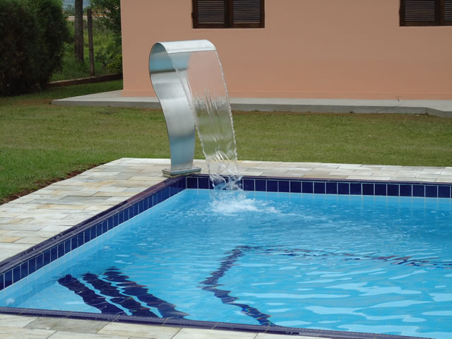 Fotos e modelos de piscinas de alvenaria decorando casas for Modelos de piscinas artesanales