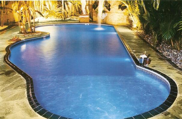 Fotos e modelos de piscinas de alvenaria decorando casas for Fotos de piscinas climatizadas