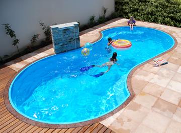 Fotos e modelos de piscinas de alvenaria decorando casas - Piscinas grandes baratas ...