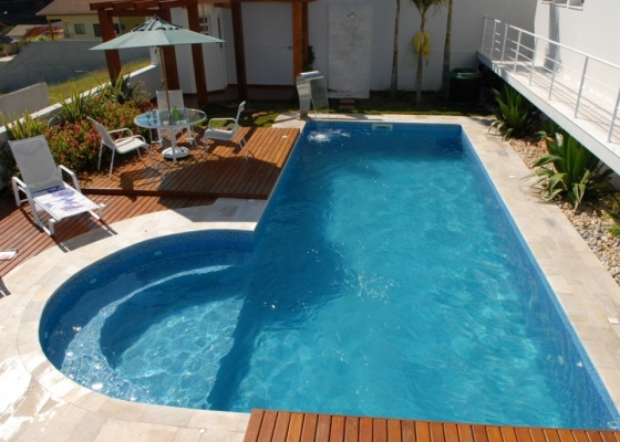 Fotos e modelos de piscinas de alvenaria decorando casas for Como construir una piscina en concreto