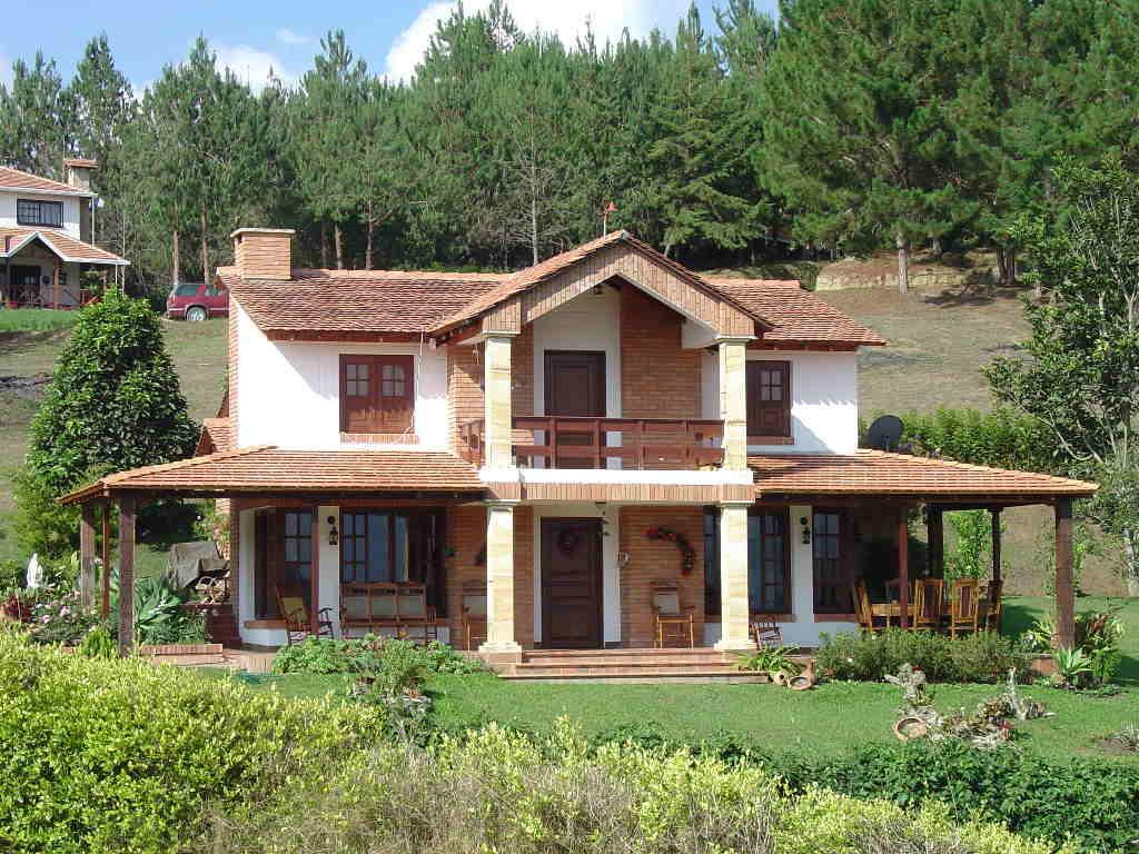 Fotos de fachadas de casas modernas com telhado aparente for Casas casas