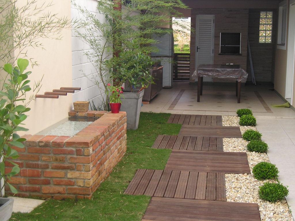Paisagismo e jardinagem residencial com deck  Decorando Casas