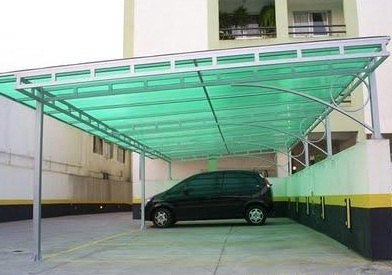 Garagem com cobertura de policarbonato