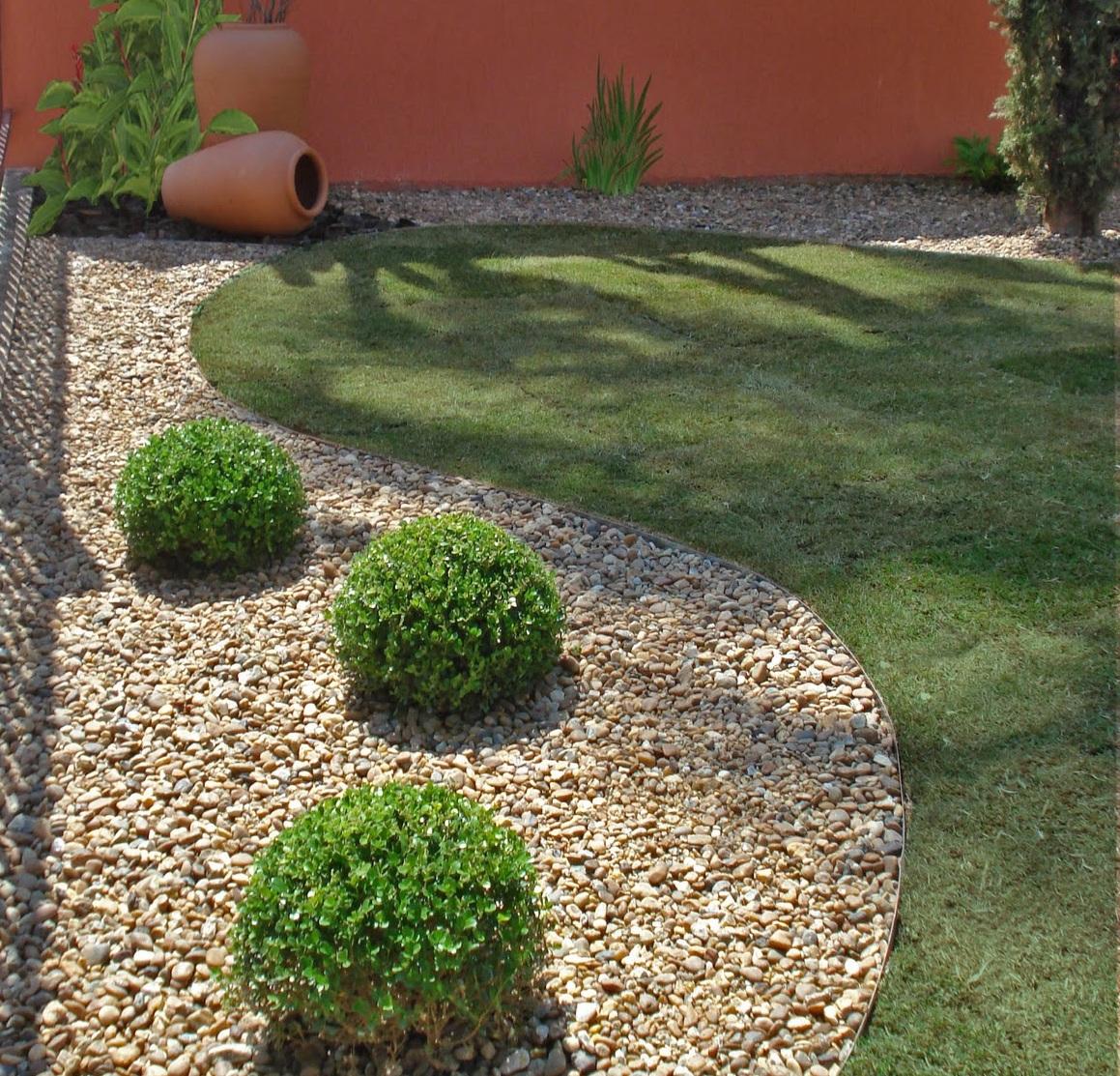 Como fazer um jardim simples e barato no quintal for Plantas baratas