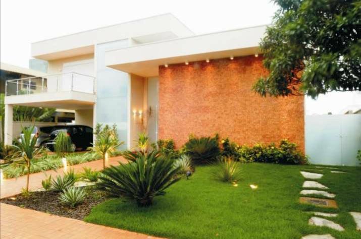Modelos de jardins residenciais para frente de casa for Fotos de frentes de casas