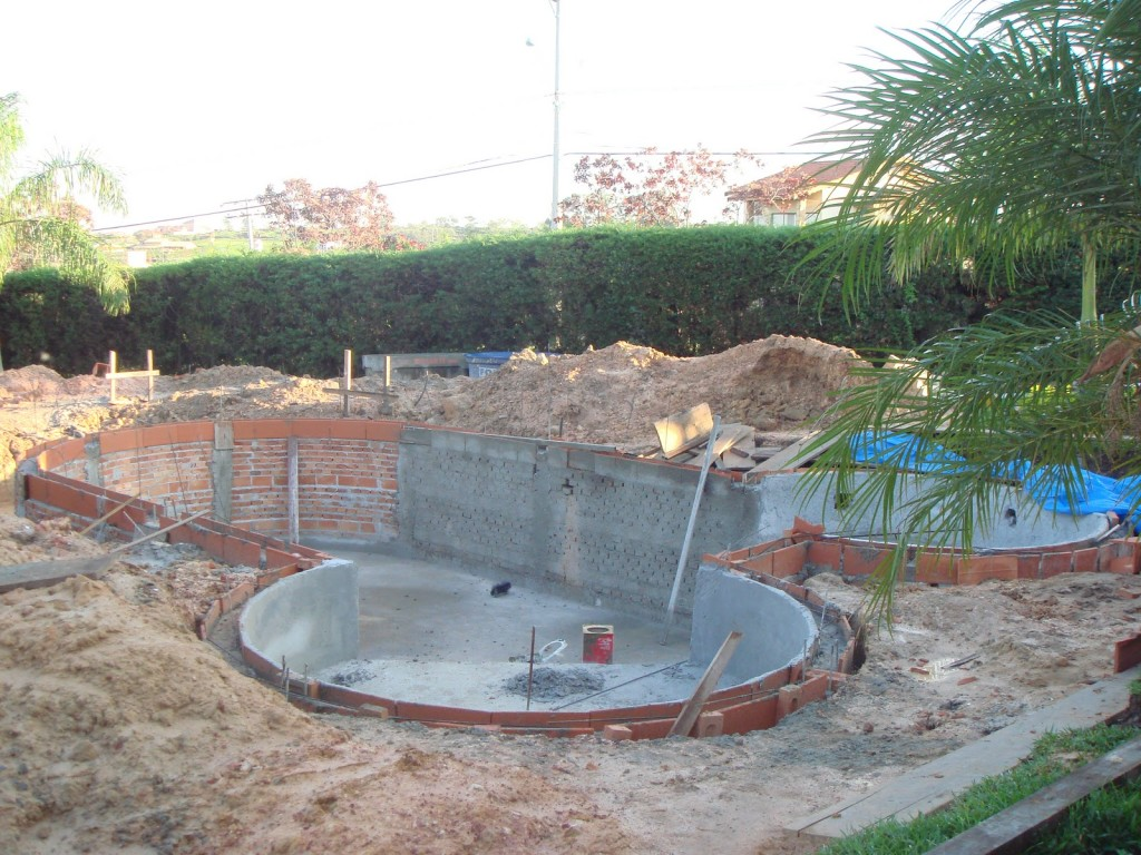 Projetos de piscinas de alvenaria passo a passo for Construir piscina concreto