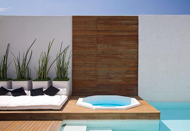 Decoração para quintal pequeno com piscina  Decorando Casas