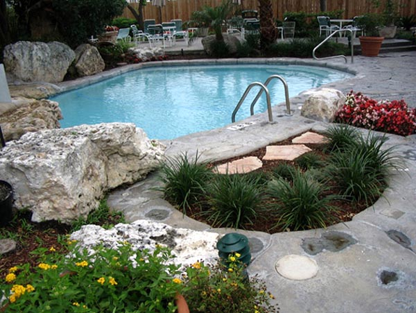 Decora o para quintal pequeno com piscina decorando casas for Garden designs around pools