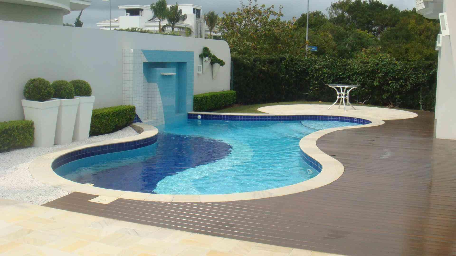 Dicas de pisos de porcelanato para exteriores decorando for Modelos de pisos exteriores