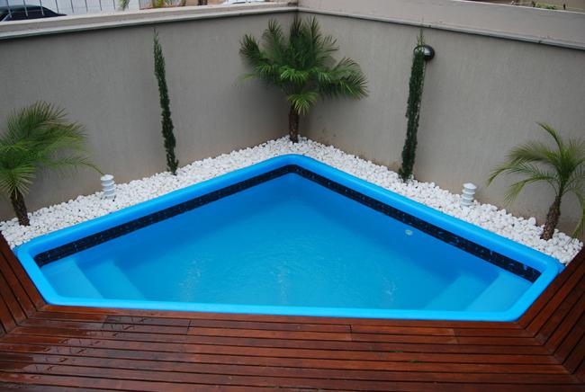 Projetos de piscinas em espa os pequenos decorando casas for Piscinas pequenas con cascadas