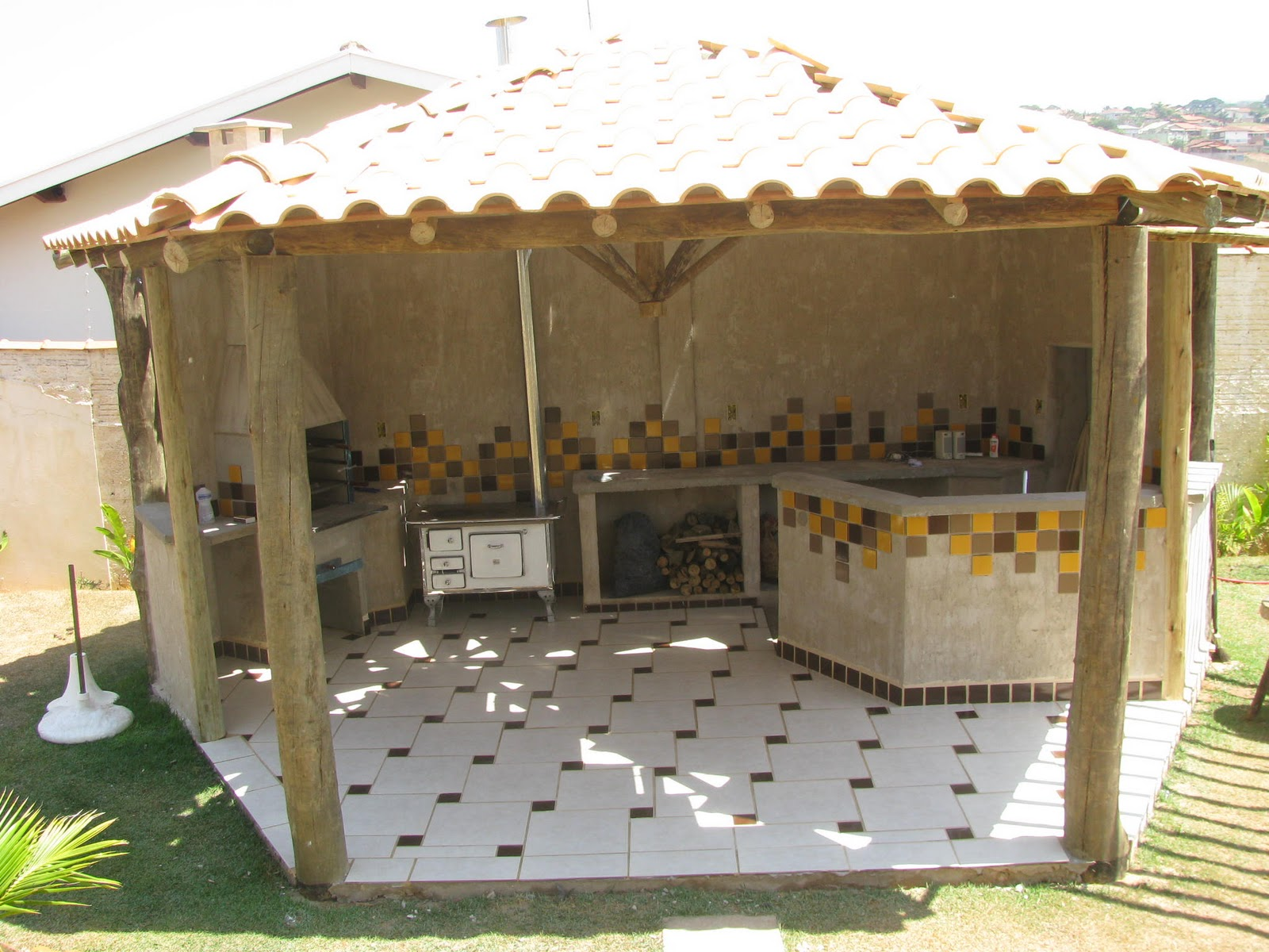 Projetos de quiosques com churrasqueiras grátis Decorando Casas #9E742D 1600 1200