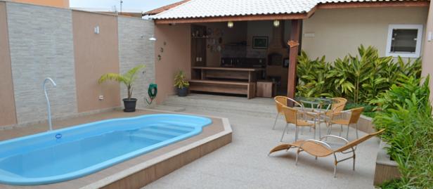 Projetos de área de lazer com churrasqueira e piscina  Decorando Casas # Banheiro Simples Para Area De Lazer