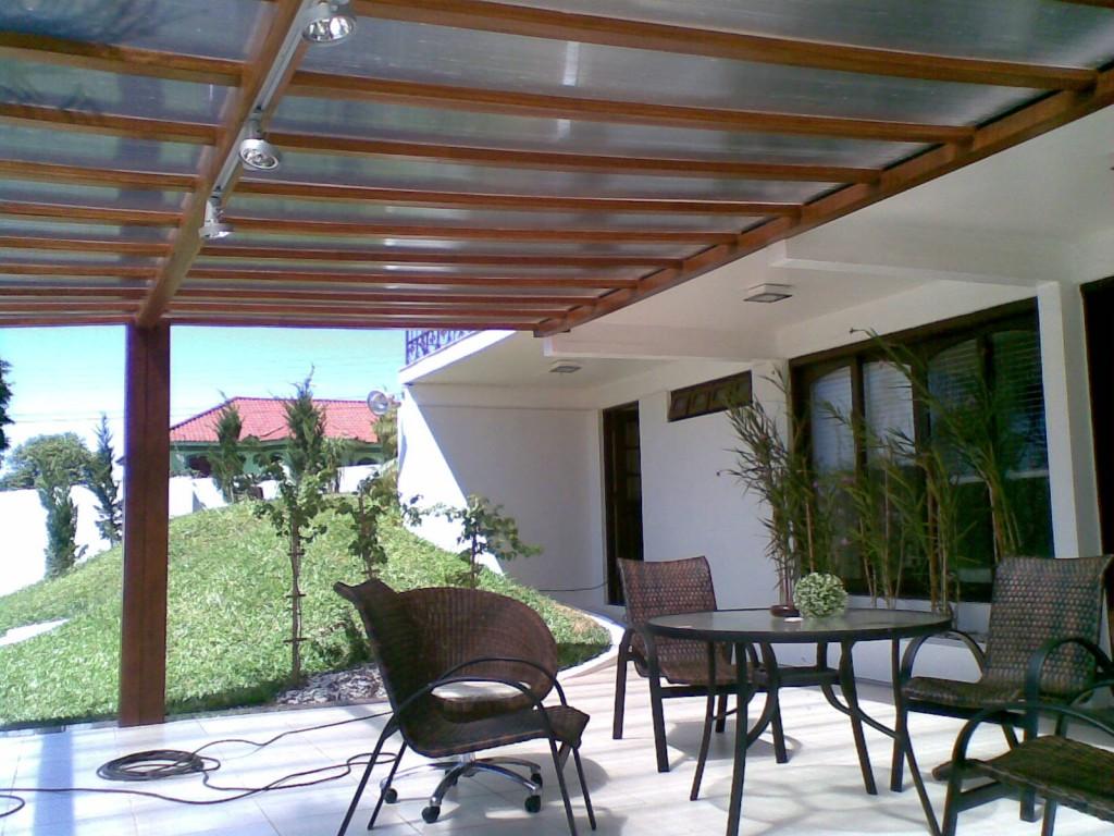 #644332 Garagem com pergolado de madeira vidro e policarbonato Decorando  1510 Toldos Para Janelas De Apartamentos Preços