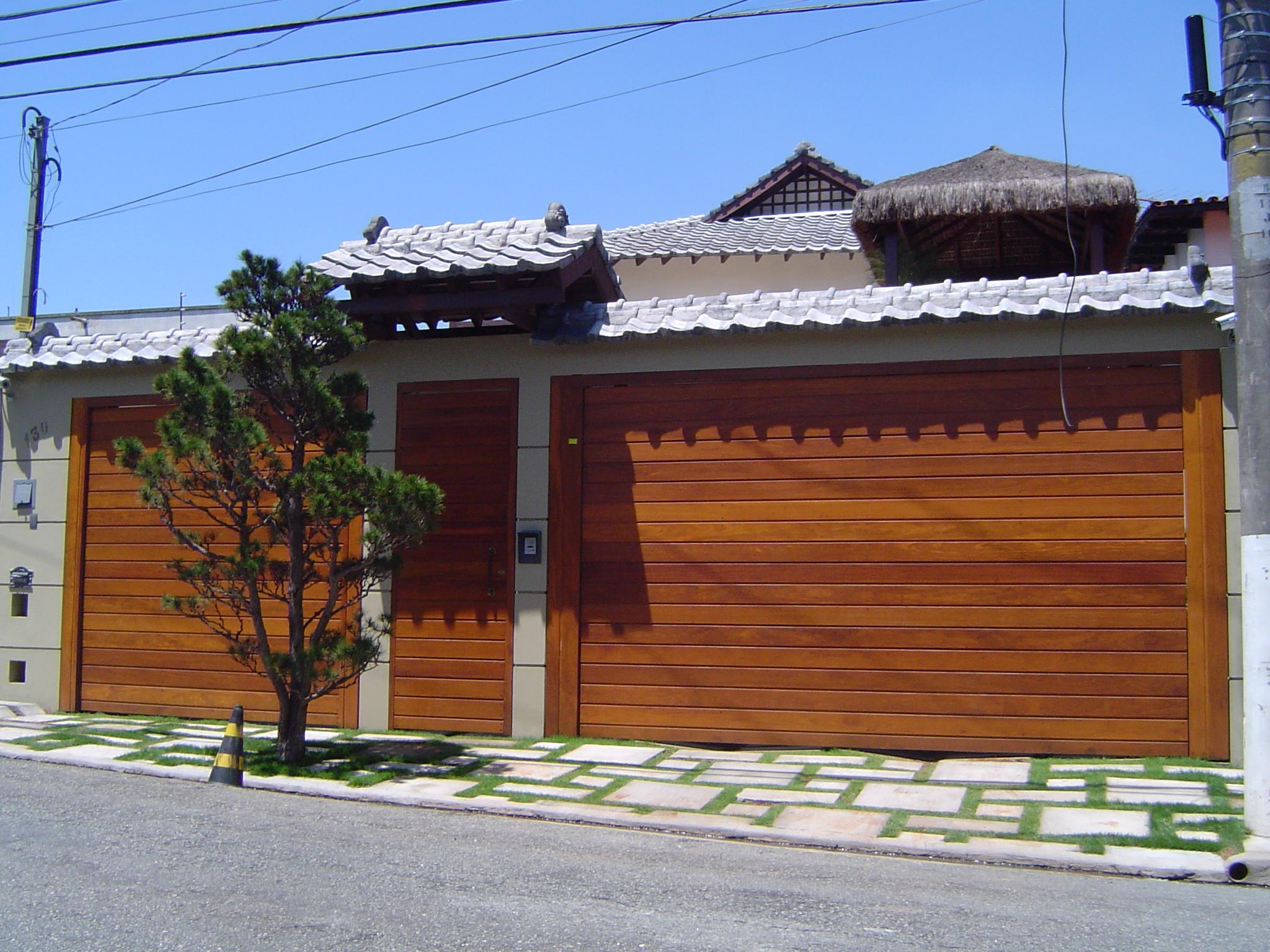 Fotos portões de madeira para garagem Decorando Casas #0C56BF 2048x1536