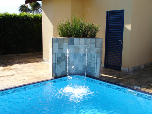Projetos de piscinas com cascata decorando casas for Cascata a muro