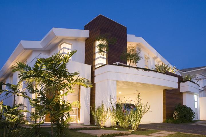 Fachadas de casas modernas sem telhado aparente for Casas modernas 4 aguas