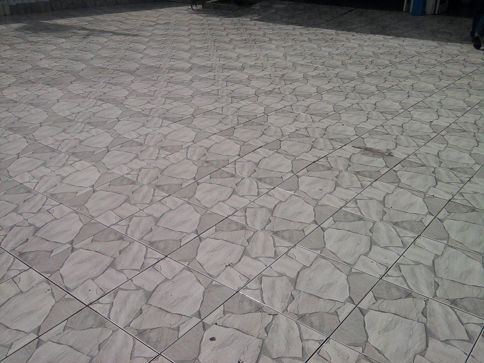 Piso antiderrapante de cer mica porcelanato e pedras for Modelos de pisos exteriores