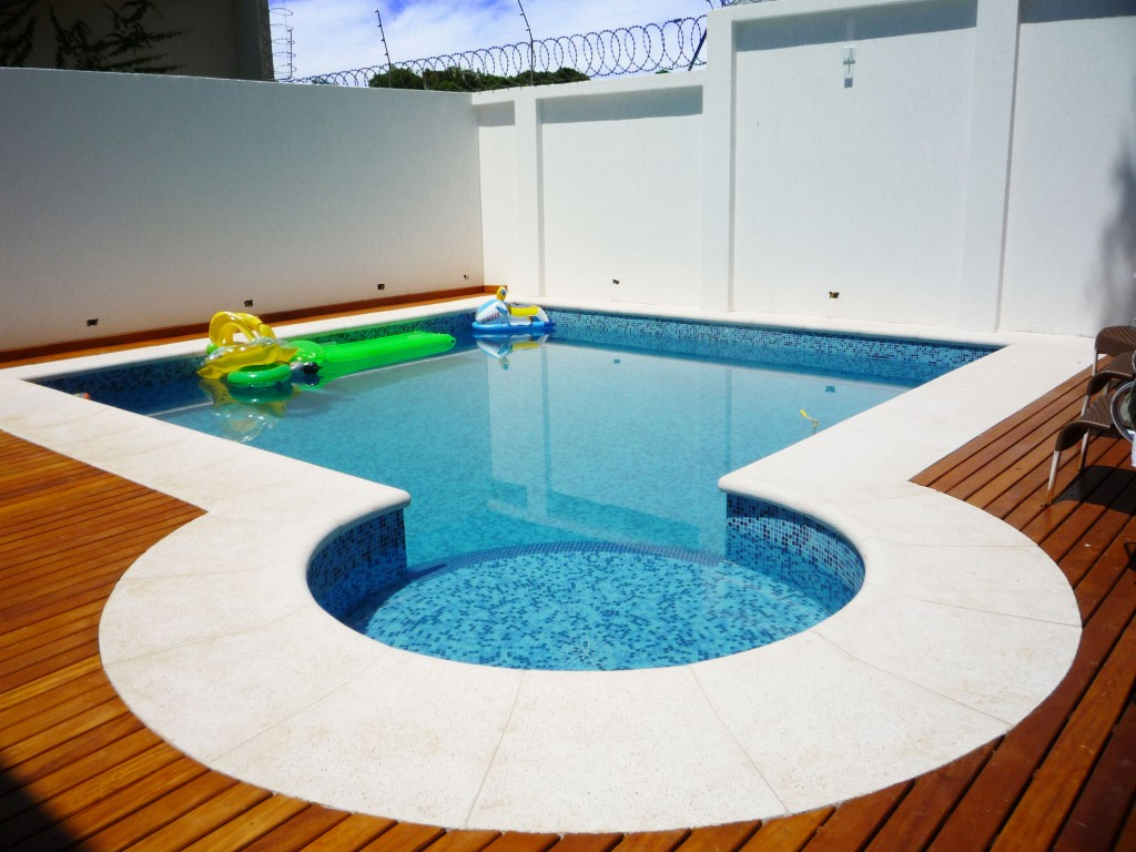 Projetos de piscinas de concreto decorando casas for Piscinas con jacuzzi precio