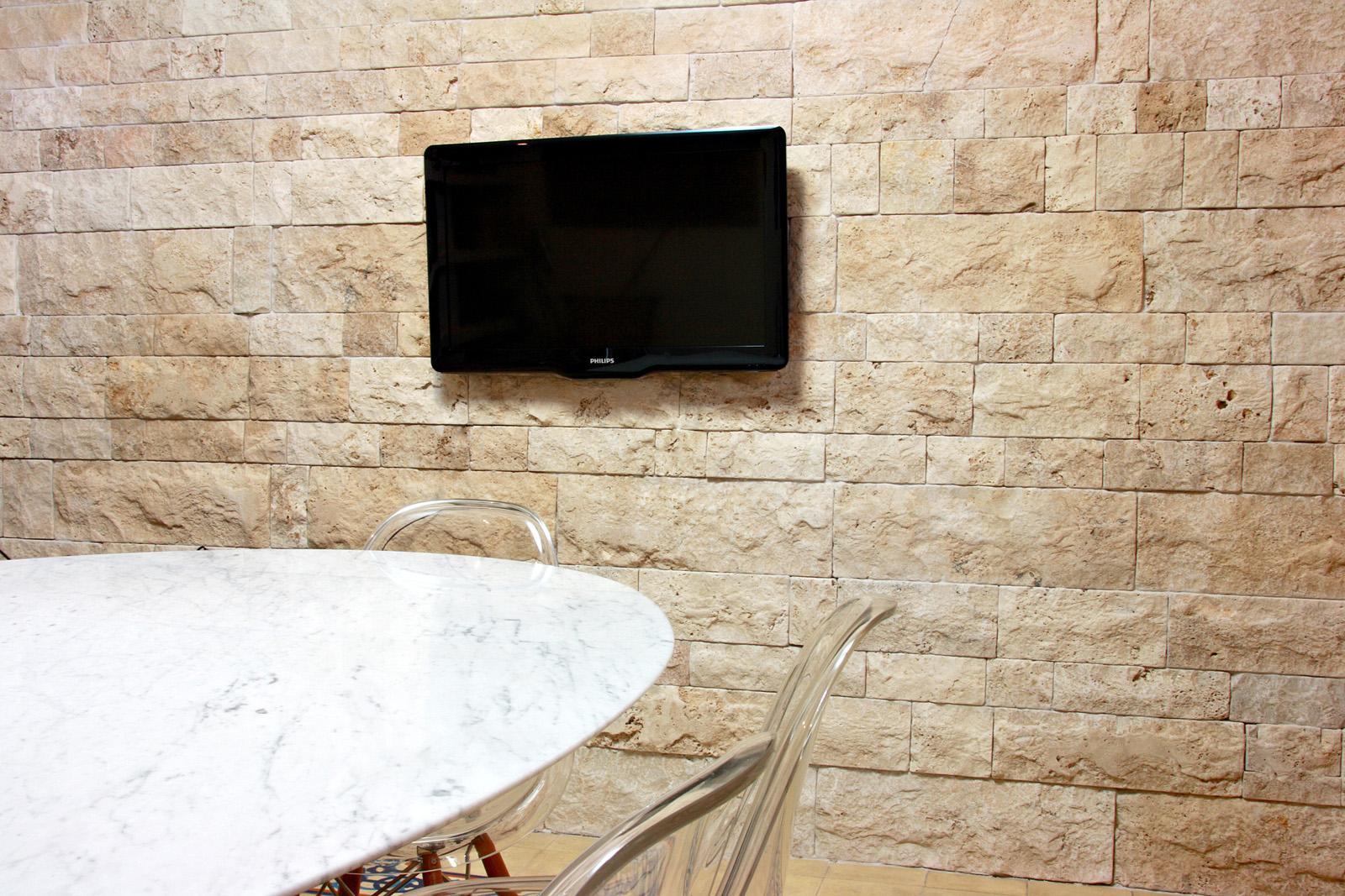 Revestimento canjiquinha para parede pre o decorando casas for Pisos de travertino rustico