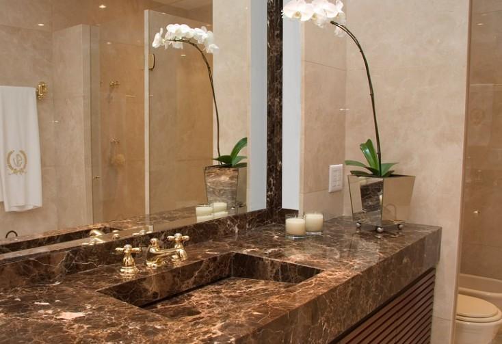 Revestimentos bege para banheiro  Decorando Casas -> Banheiro Pequeno Branco E Marrom