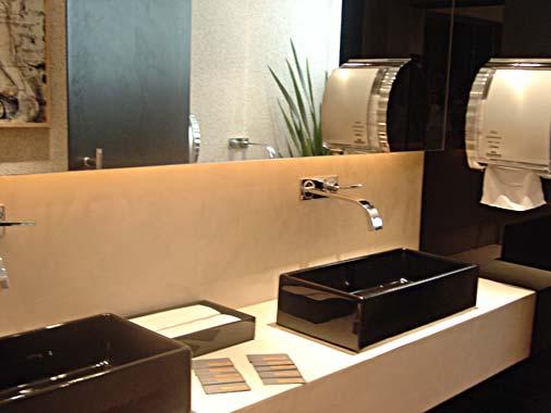 Revestimentos bege para banheiro  Decorando Casas -> Banheiro Pequeno Preto E Bege