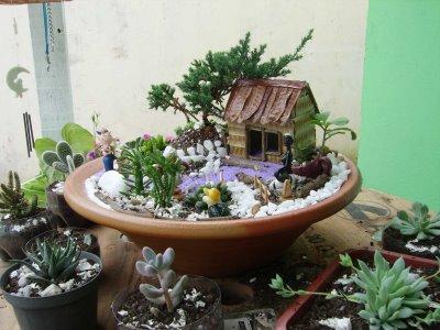 Decora o de jardins com vasos de flores decorando casas for Ver jardines decorados