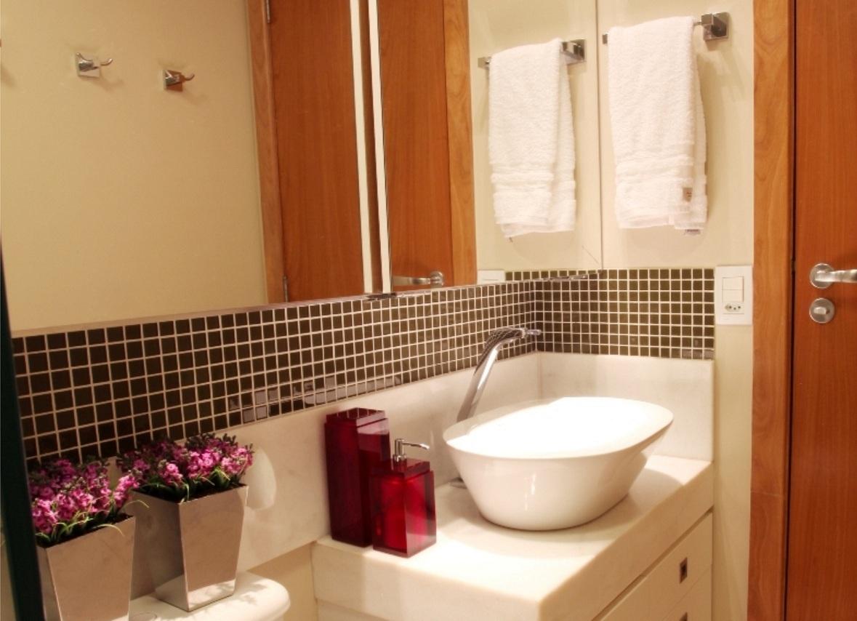 Banheiros com pastilhas pretas e brancas  Decorando Casas -> Banheiros Com Pastilhas Escuras