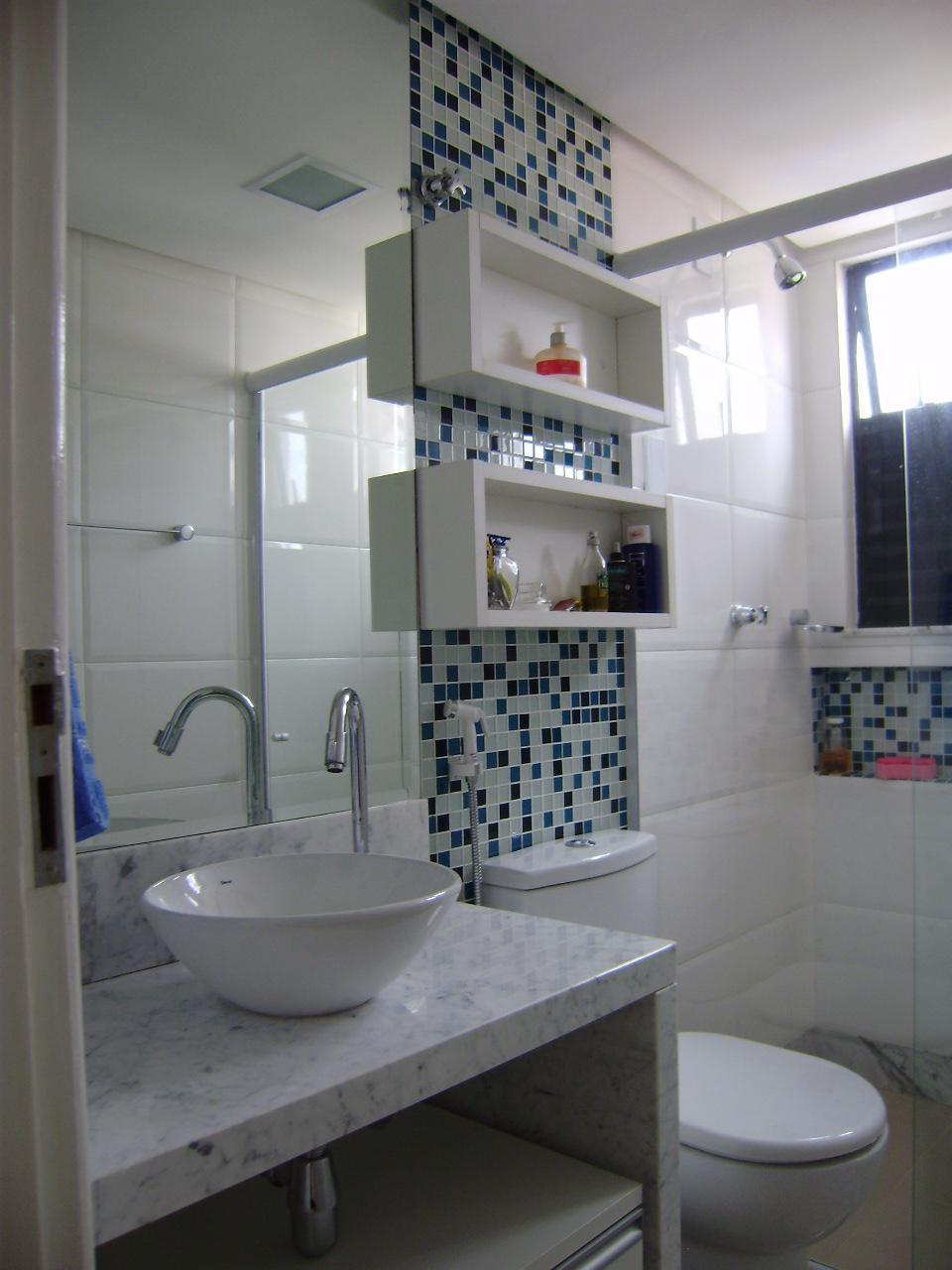 Decoração para banheiros pequenos com pastilhas  Decorando Casas -> Banheiro Pequeno Com Pastilhas Adesivas