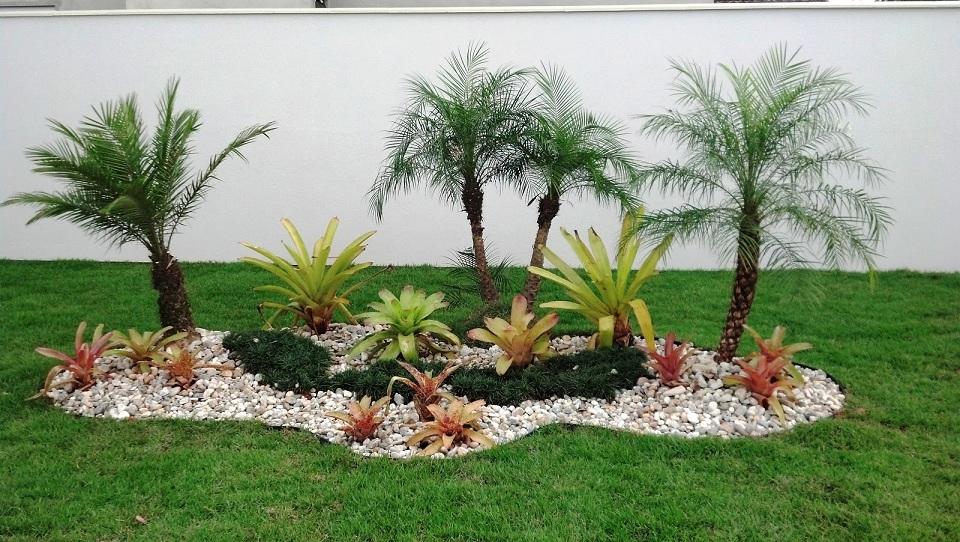 Dicas de paisagismo e jardinagem residencial com pedras  Decorando