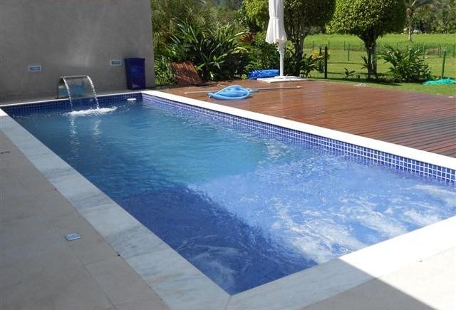 Projetos de piscinas com prainha decorando casas for Modelos piscinas pequenas para casas