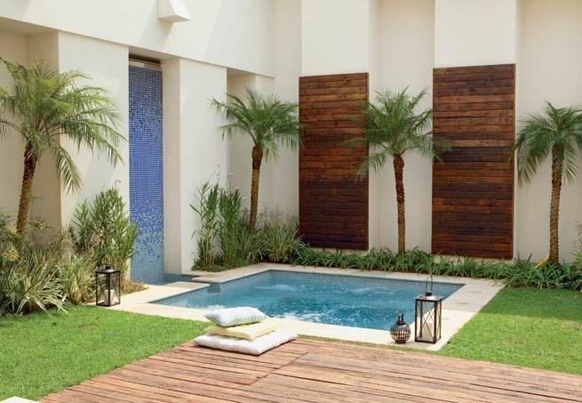 Projetos de piscinas com prainha decorando casas for Ver jardines de casas pequenas