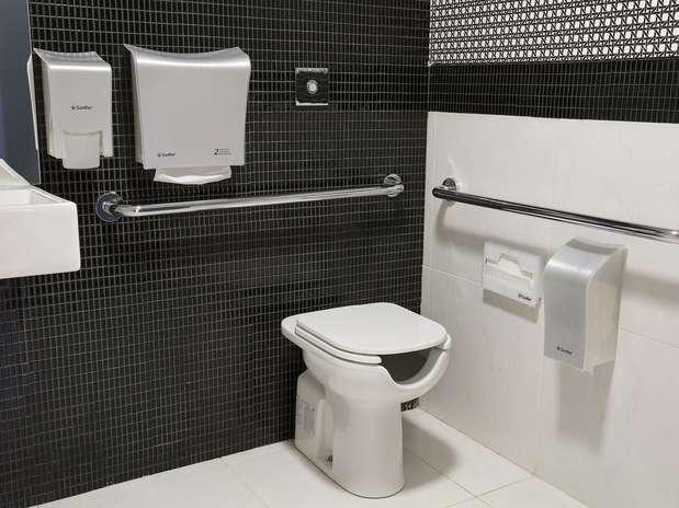 Revestimentos modernos para banheiro  Decorando Casas -> Banheiro Pequeno Com Ceramica Preta