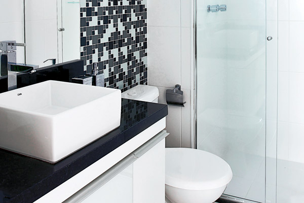 #474316 Revestimentos para banheiros pequenosDecorando Casas 600x400 px Banheiro Simples Preto E Branco 2018 3799