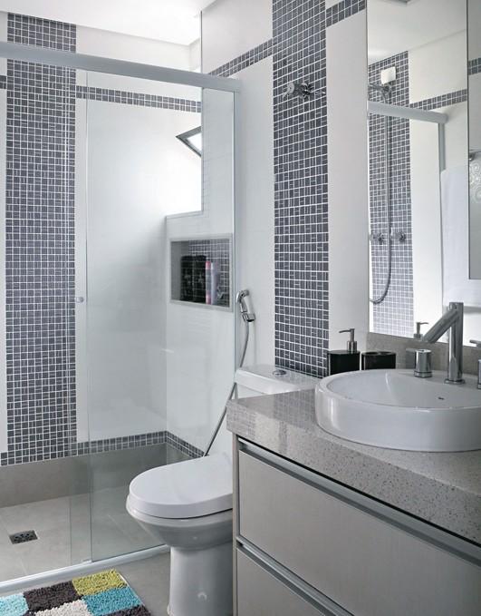 Dicas de banheiros decorados com pastilhas  Decorando Casas -> Banheiros Modernos Decorados Com Pastilhas De Vidro