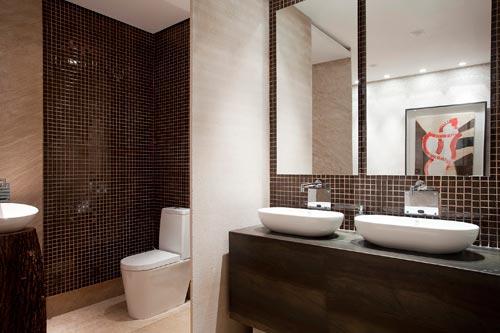 Banheiros com pastilhas marrons  Decorando Casas -> Decoracao De Banheiros De Restaurantes