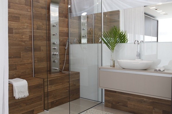 Revestimentos para banheiros rústicos  Decorando Casas -> Banheiro Decorado Escuro