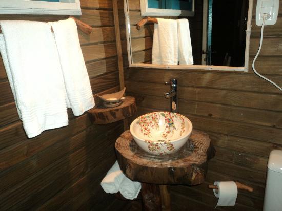 Revestimentos para banheiros rústicos  Decorando Casas -> Pia Para Banheiro Rustico