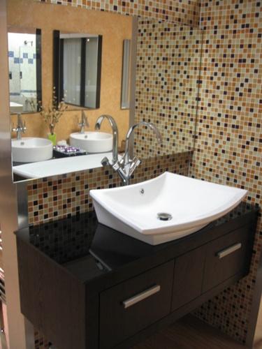 Banheiros decorados com pastilhas bege  Decorando Casas -> Banheiro Pequeno Branco E Marrom