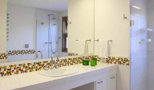 Banheiros decorados com pastilhas bege  Decorando Casas -> Decoracao De Banheiro Na Cor Bege