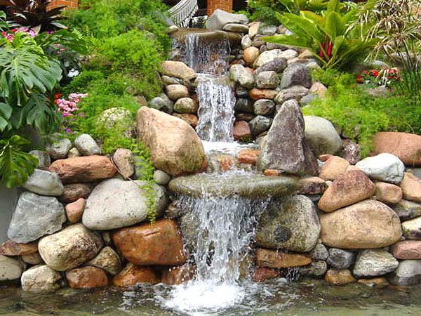 Dicas de lagos e cascatas para jardim decorando casas for Grutas para jardines pequenos
