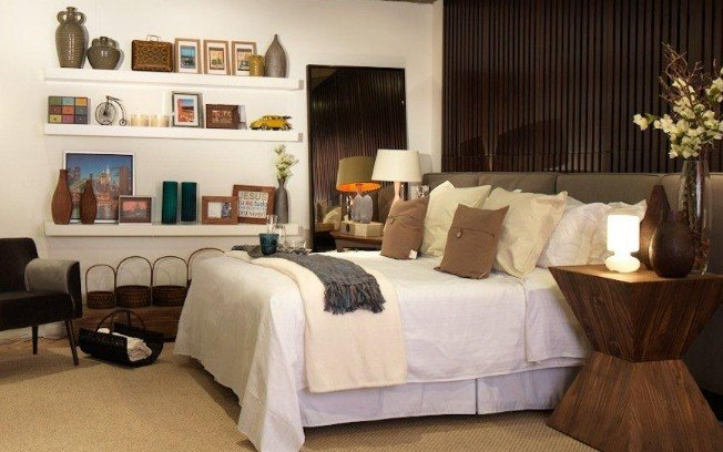Dicas de decoração para estantes em quarto de casal  Decorando Casas