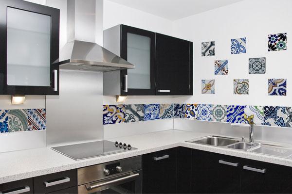 Azulejo para cozinha pequena e moderna  Decorando Casas # Azulejo De Cozinha Preto E Branco
