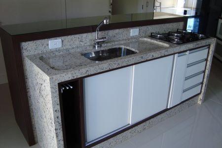 Fotos de balcões de cozinhas em granito: