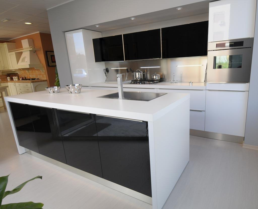 Cozinha planejada preta e branca Decorando Casas #6D4C30 1024 831